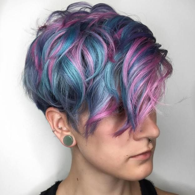 trendy curly short hairstyle looks for free spirits 43