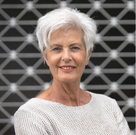 short haircuts female over 50 2021 12