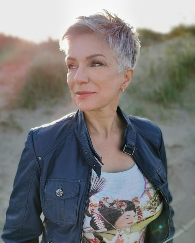 short haircuts female over 50 2021 2