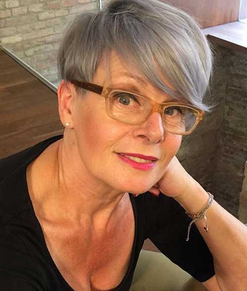 short haircuts female over 50 2021 26