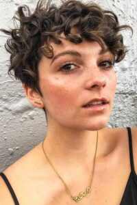 what is the best haircut for short curly hair 1
