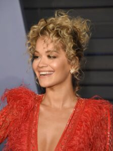 what is the best haircut for short curly hair 18